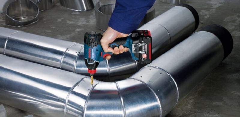 Nên mua máy bắn vít dùng pin Bosch hay máy vặn vít dùng điện Bosch?