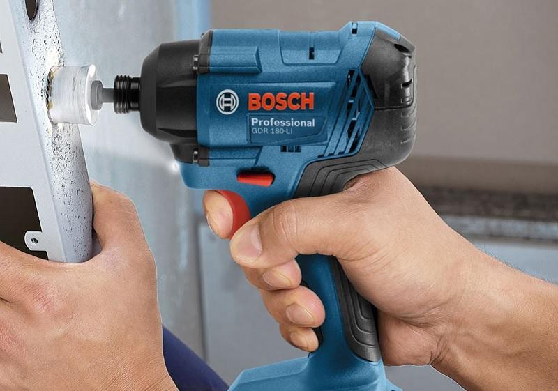 Máy vặn vít dùng pin Bosch 18v GDR 180-li làm việc mạnh mẽ, đa năng