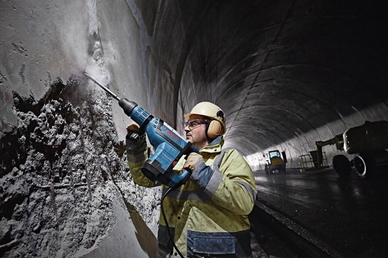 Bosch GSH 9 VC sở hữu công suất làm việc mạnh mẽ