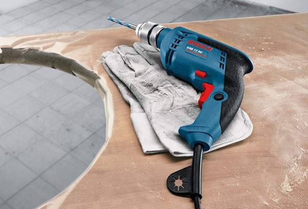 Làm sạch máy khoan sau khi sử dụng