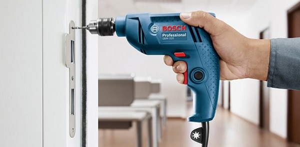 Nên chọn máy khoan Bosch GSB hay GBM?