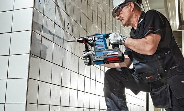 Chọn máy khoan bê tông dùng pin của thương hiệu nào tốt?