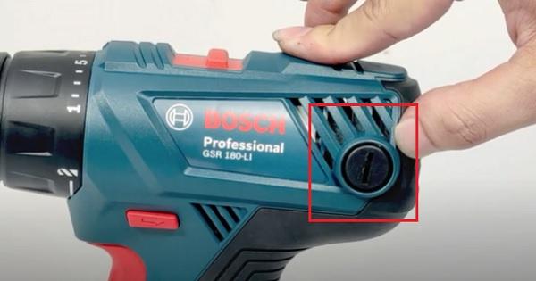 Cách thay chổi than máy khoan pin
