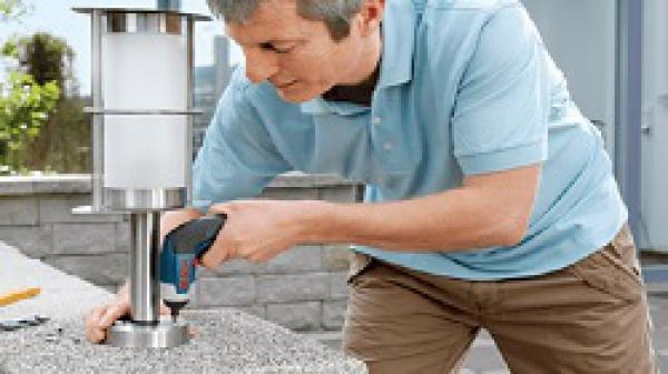 Nên mua máy khoan pin bao nhiêu vôn để sử dụng trong gia đình?