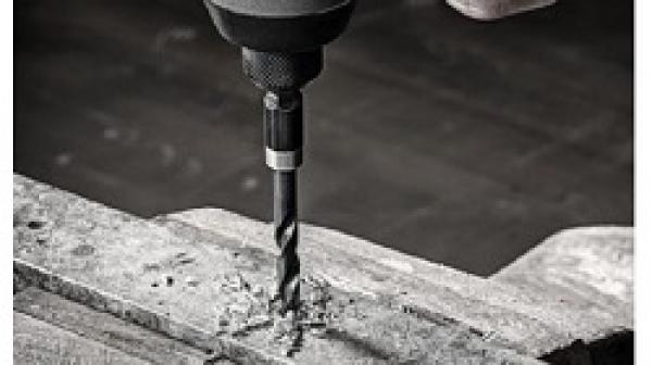 So sánh mũi khoan sắt và inox? Mũi khoan sắt có khoan được inox không?